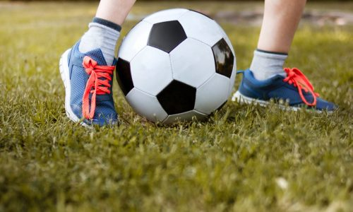 boy-playing-with-soccer-ball-3074920 (1)